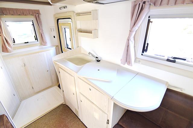 車内のキッチン設備