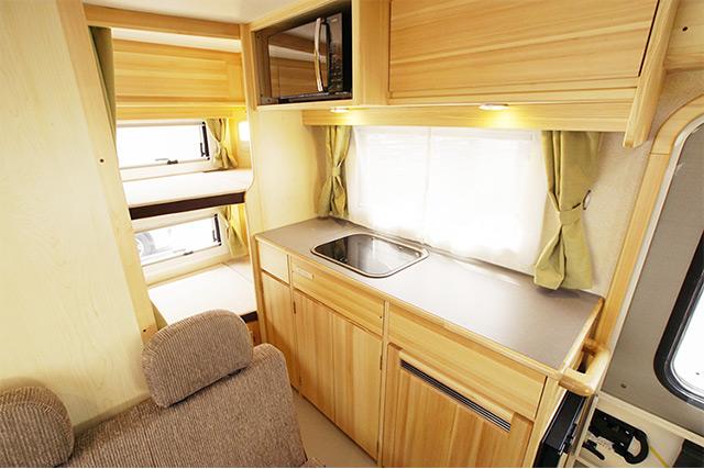 冷蔵庫も装備されたキッチンセット