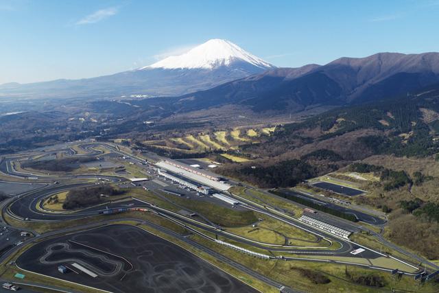 世界有数の1.5kmのホームストレートを誇る富士スピードウェイ