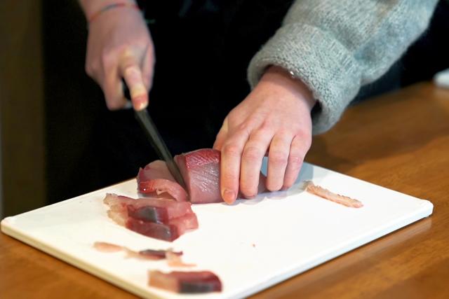 その日自分で選んだばかりの新鮮な食材を使ってさっそく調理