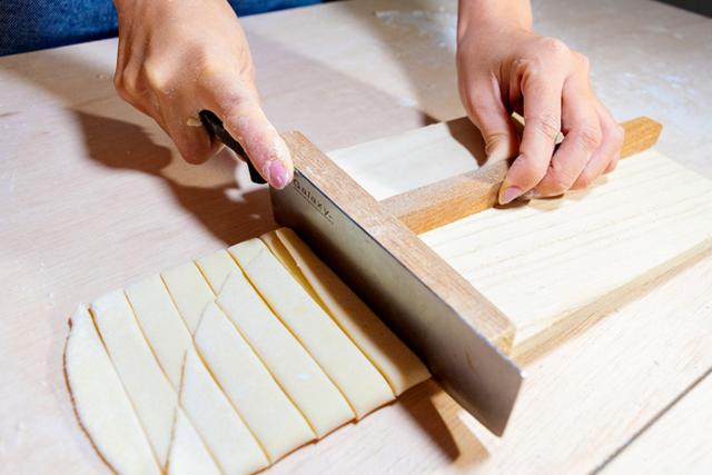 山梨の伝統料理「ほうとう」を生地から作る
