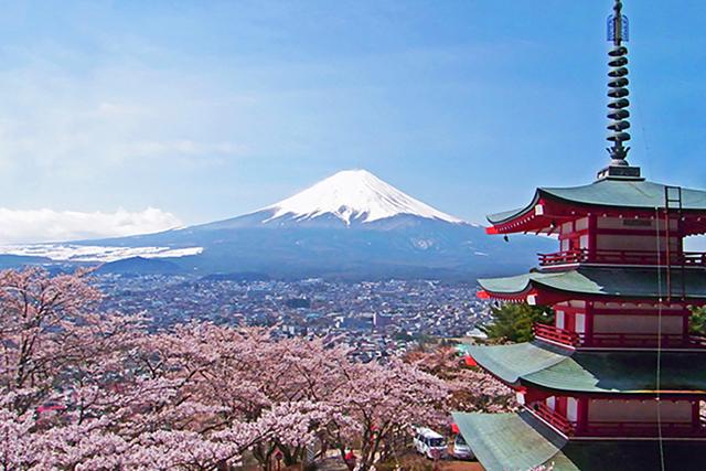 料理教室となる古民家の外に広がるのは雄大な富士山