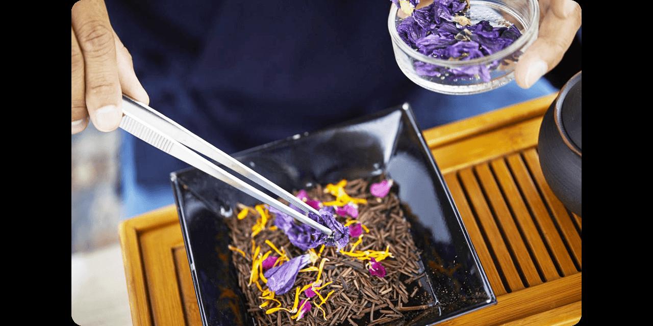 煎茶やほうじ茶、紅茶をベースに独自のブレンド茶作りにチャレンジ!
