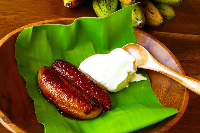 サトウキビから作られる黒糖とバナナを使ったスイーツ作りにチャレンジ