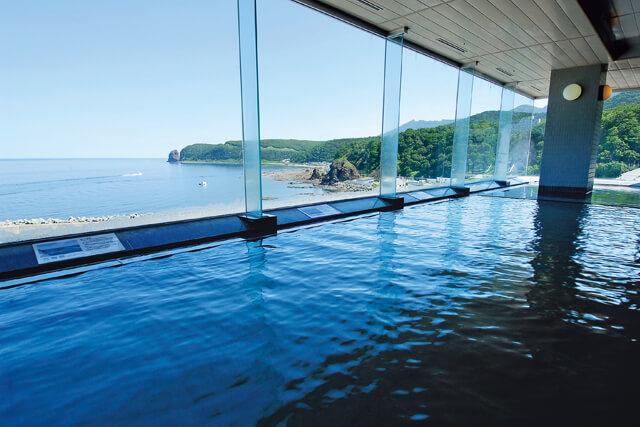 大パノラマの展望大浴場でオホーツク海を一望