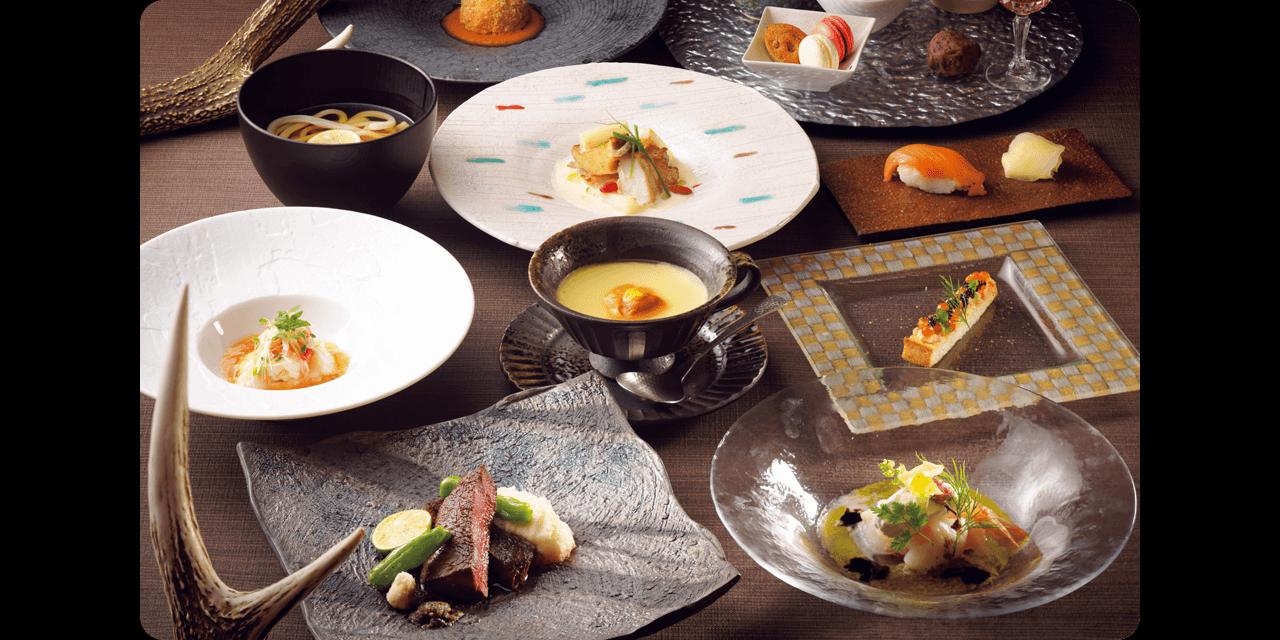 多彩な海の幸など、知床の食材をふんだんに使った料理の数々