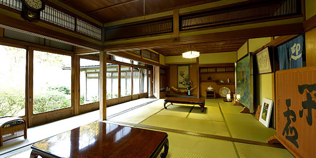 畳と趣のある和風の個室で精進料理を堪能