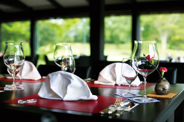 日本庭園の美しい風景を眺めながら美食を楽しめる食事処