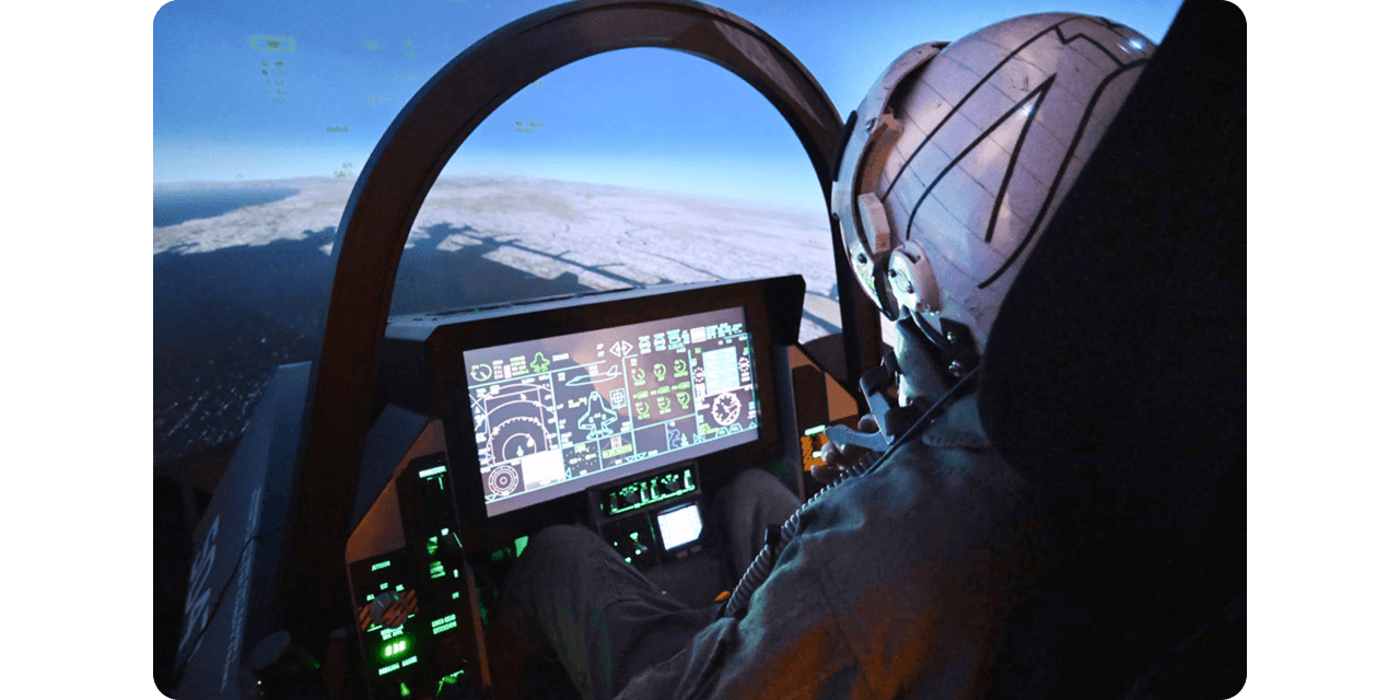国内初! 戦闘機のコックピットで操縦体験