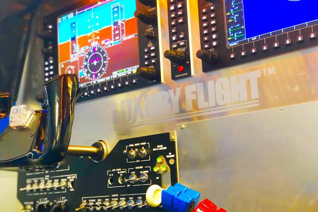 コックピットの内装も操縦パネルも異なる3種類のシミュレーターで何度でも楽しめる